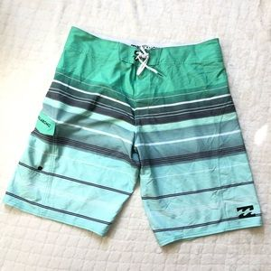 Billabong platinum X green striped board shorts/36